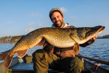 Во многих местах Тверской области запретили ловить рыбу