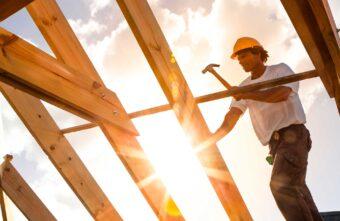 В Тверской области жадный директор строительной фирмы лишил людей домов
