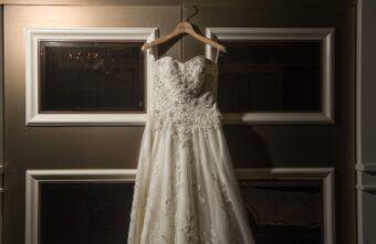 Из-за свадебного платья девушка из Твери лишилась денег