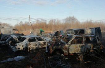 Целый автопарк сгорел дотла в Тверской области