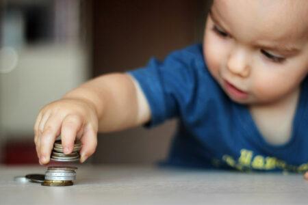 В Тверской области пособия получат не только семьи с детьми