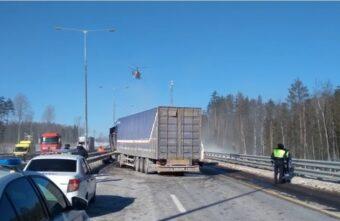 В страшном ДТП с тремя фурами в Тверской области погиб пассажир