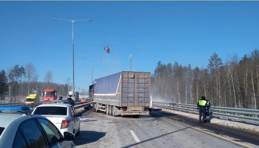 Пострадавшего в ДТП с тремя фурами в Тверской области эвакуировали вертолётом