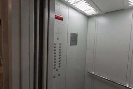 В Твери парень вырвал в лифте снимавшую его камеру видеонаблюдения