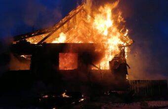 Следователи выясняют причины пожара в Тверской области, в котором погибли два человека