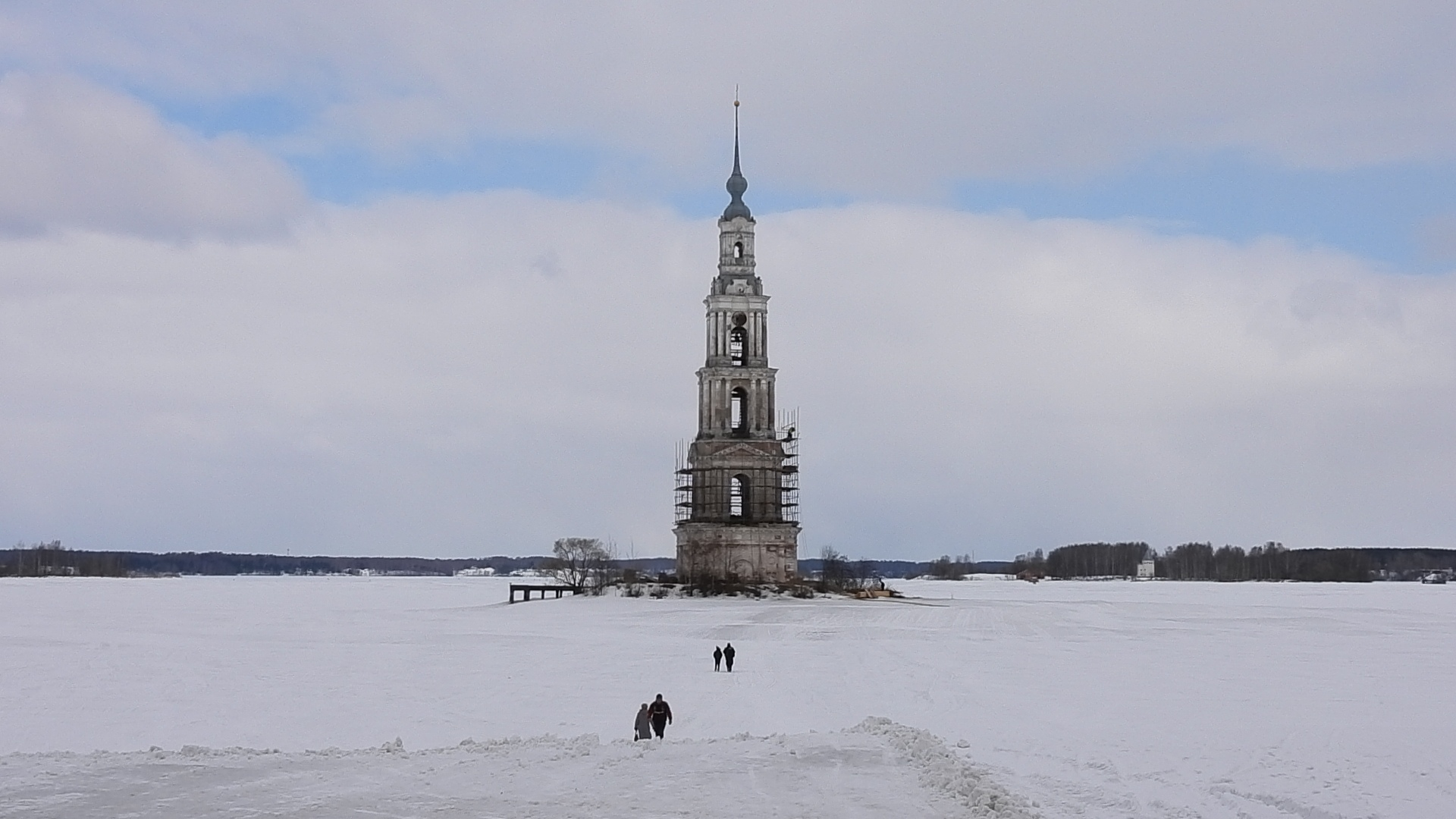 Реставрация Калязинской колокольни проходит на высоте 54 метра