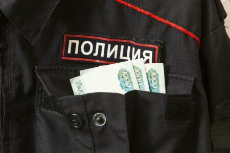 Петербуржец пытался дать тверскому участковому взятку за внедорожник другого цвета