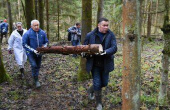 Губернатор Игорь Руденя вместе с жителями Тверской области принял участие во Всероссийском субботнике