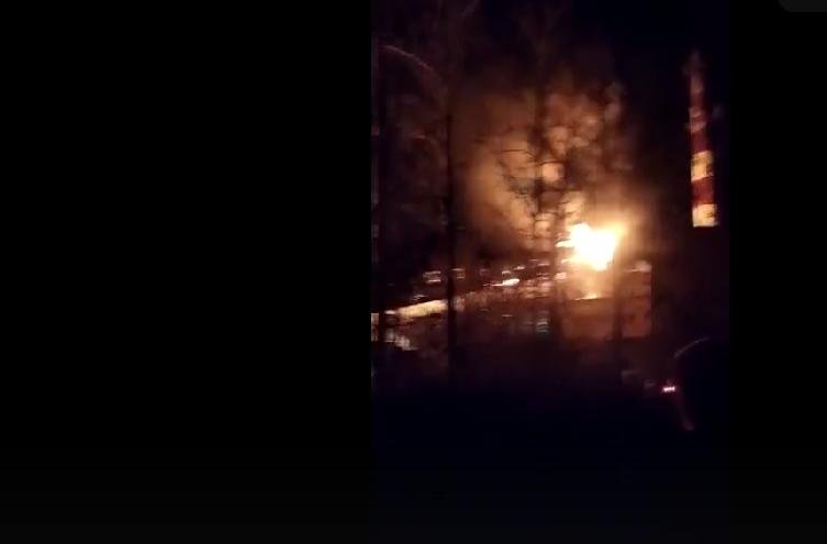 Опубликовано видео ночного пожара на ДОКе в Тверской области