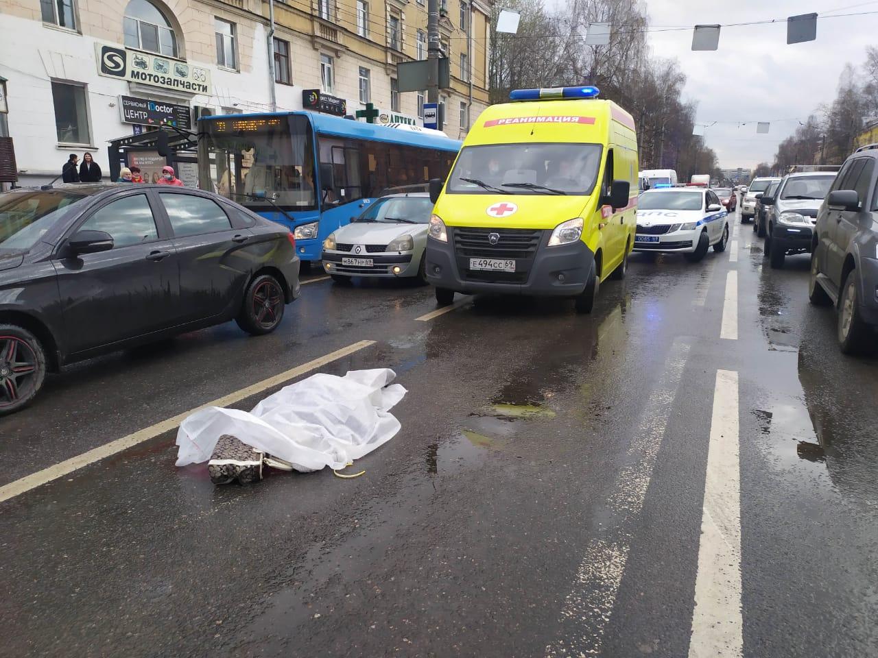 В Твери насмерть сбили пенсионерку, которая переходила дорогу не по зебре