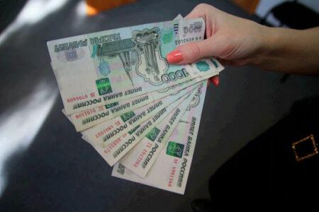 Жительница Тверской области отсудила зарплату у фирмы, в которой не работала