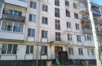 Маленький мальчик выпрыгнул из окна горящей квартиры в Тверской области