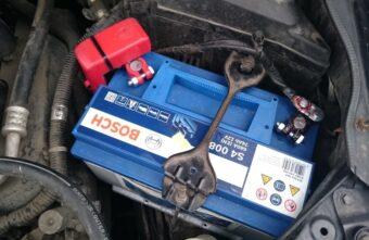 Житель Тверской области не стал закрывать машину и лишился аккумулятора