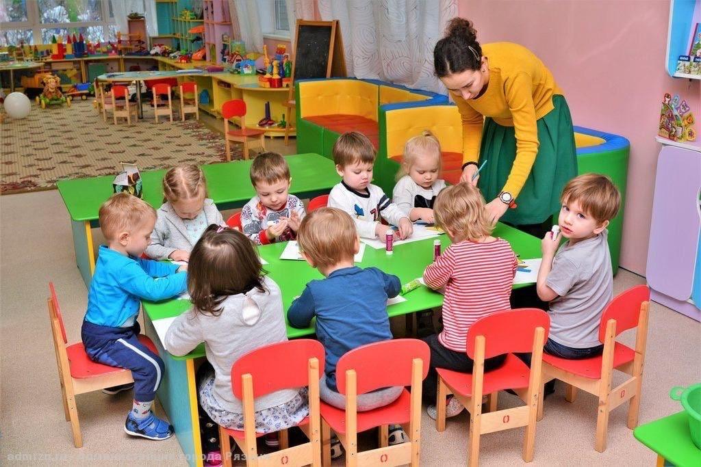 """В тверских садах и школах с 4 по 7 мая организуют """"дежурные группы"""""""