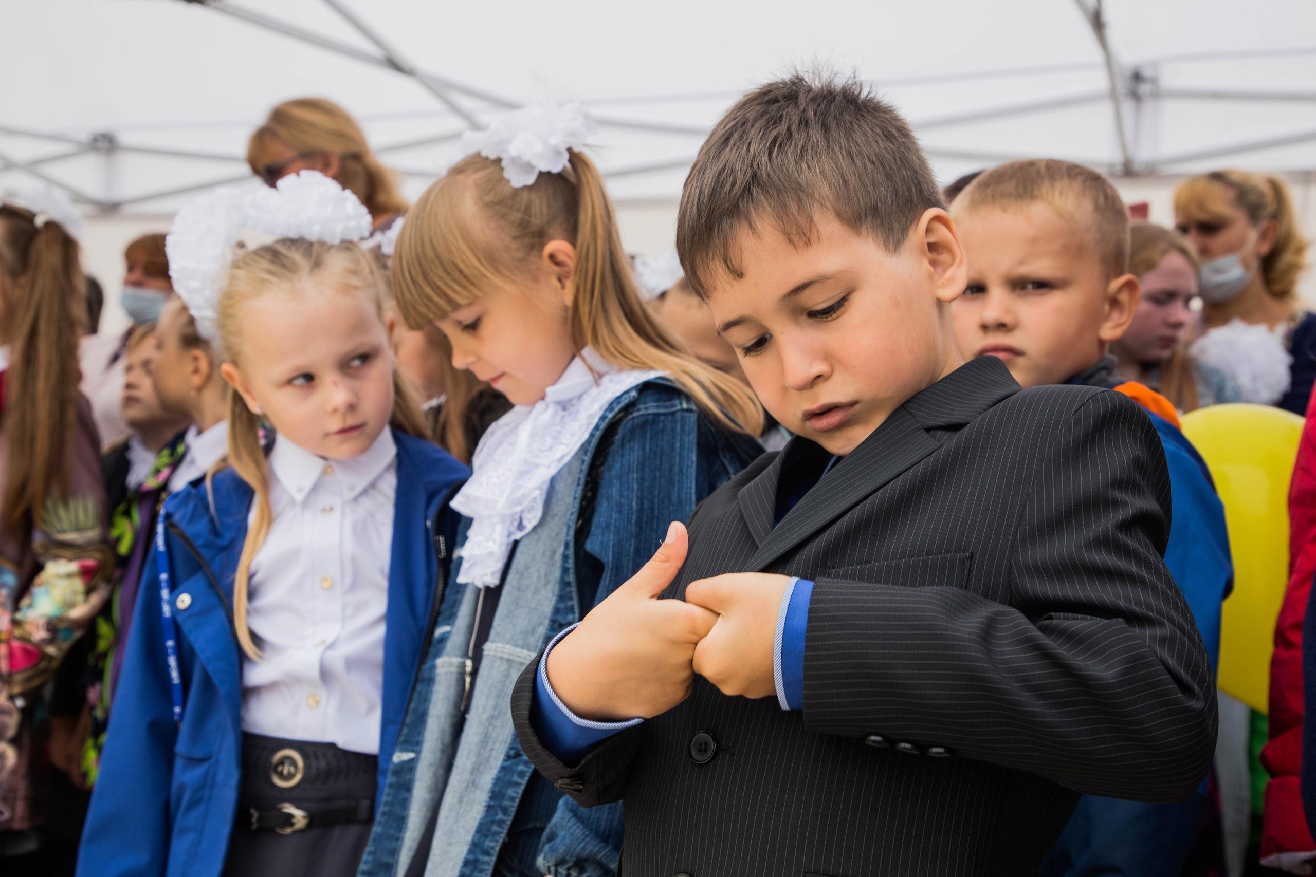 Родители всех школьников получат по 10 тысяч рублей в Тверской области