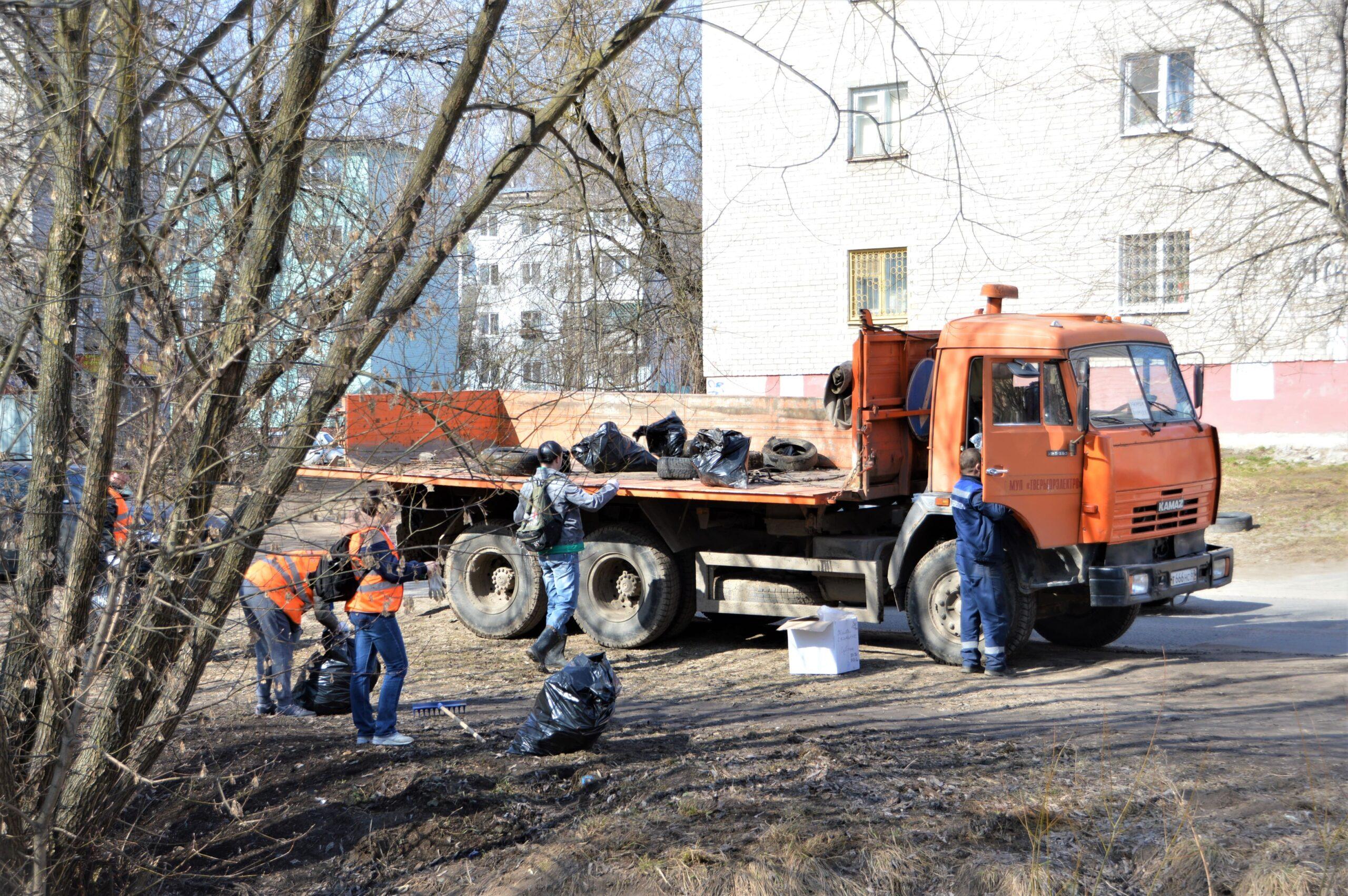 Почти 200 кубометров мусора вывезли из Твери после массового субботника