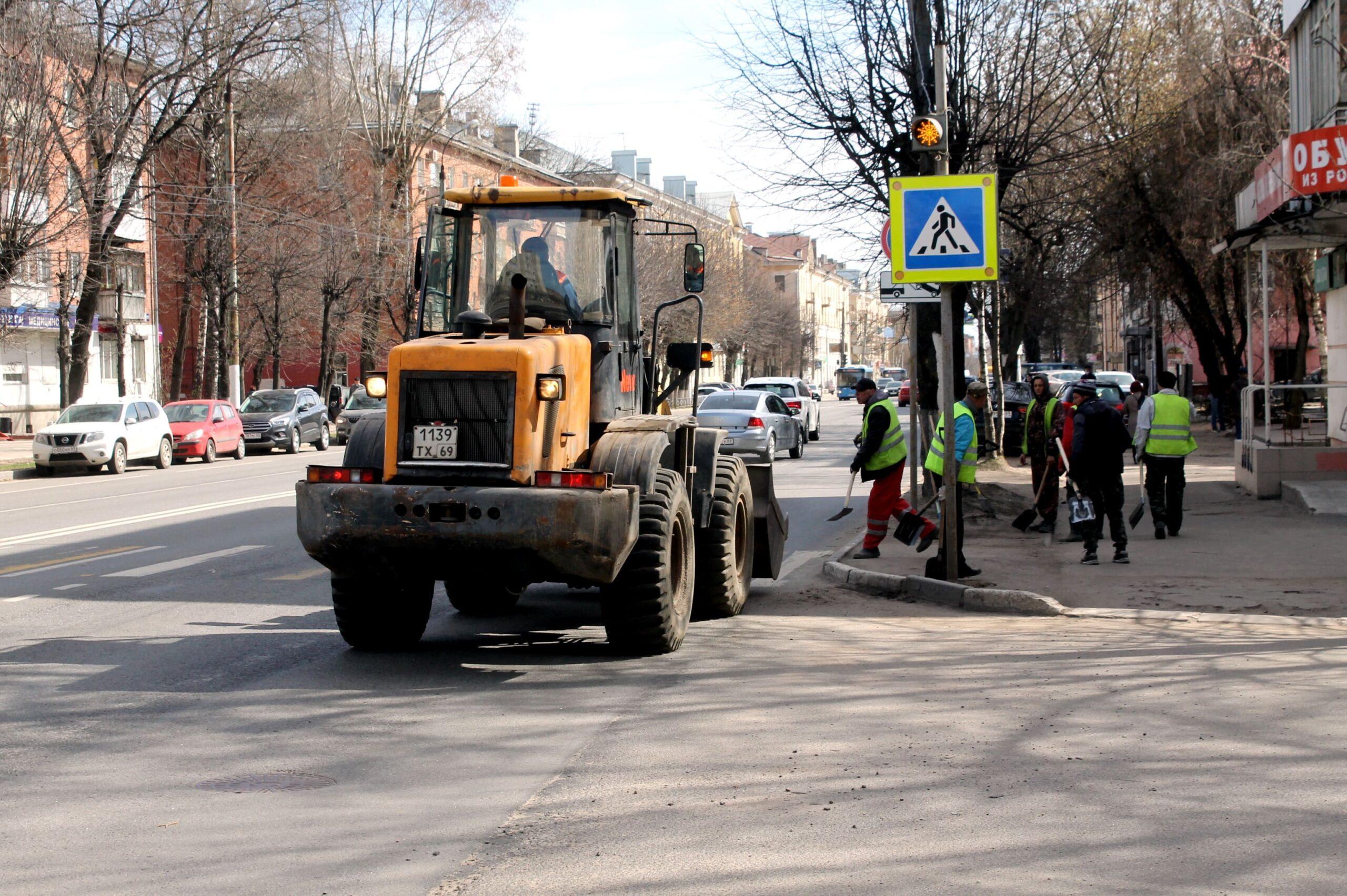 Больше 30 тонн мусора вывезли с улиц Твери за неделю