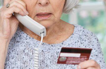 В Тверской области испуганная пенсионерка обналичила кредит по велению лжебанкира