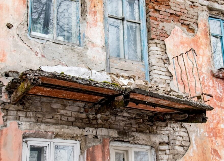 В Тверской области три года не сносят опасные аварийные дома