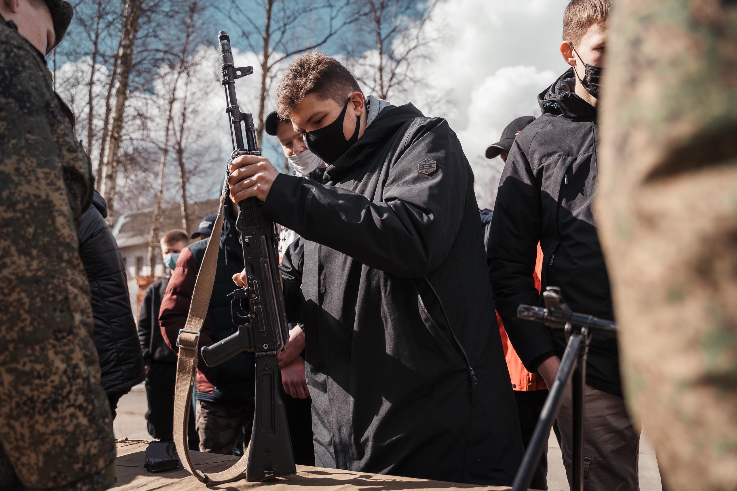 Школьников Тверской области отправили в военную часть: фото