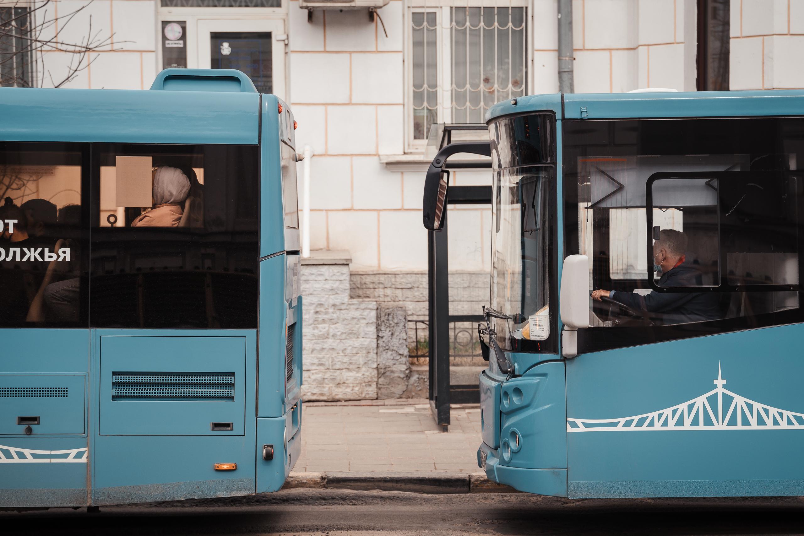 Стало известно, сколько получают водители автобусов в Твери и Калининском районе