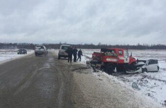 Иномарка врезалась в пожарный автомобиль в Тверской области