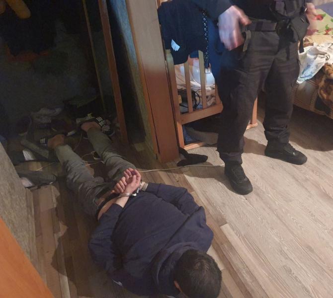 В Твери спецназ взял штурмом наркопритон в Московском районе