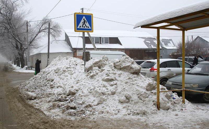 Снег в Тверской области не успел растаять, и коммунальщиков наказали