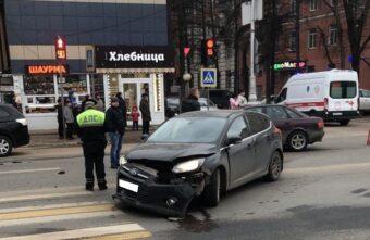 Две иномарки не поделили перекрёсток в Твери, есть пострадавшие