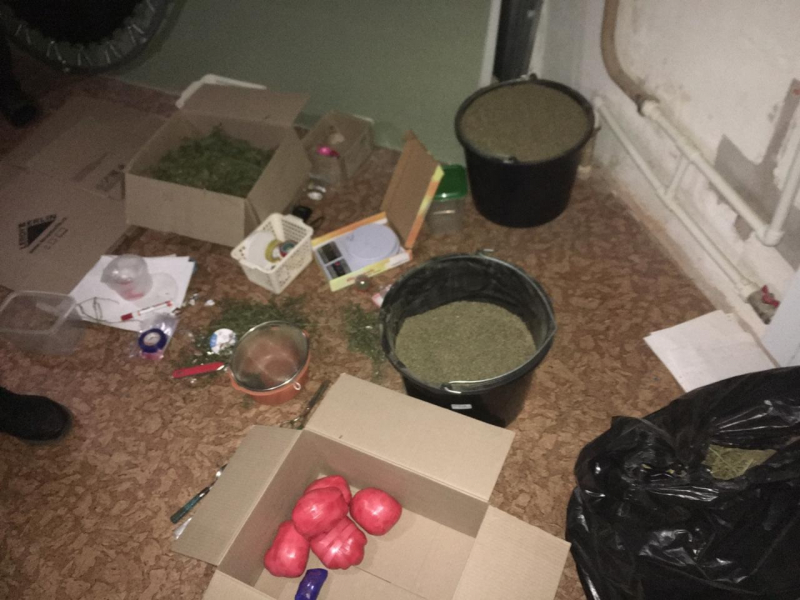 """9 килограммов наркотиков нашли у главаря """"закладчиков"""" в Твери"""