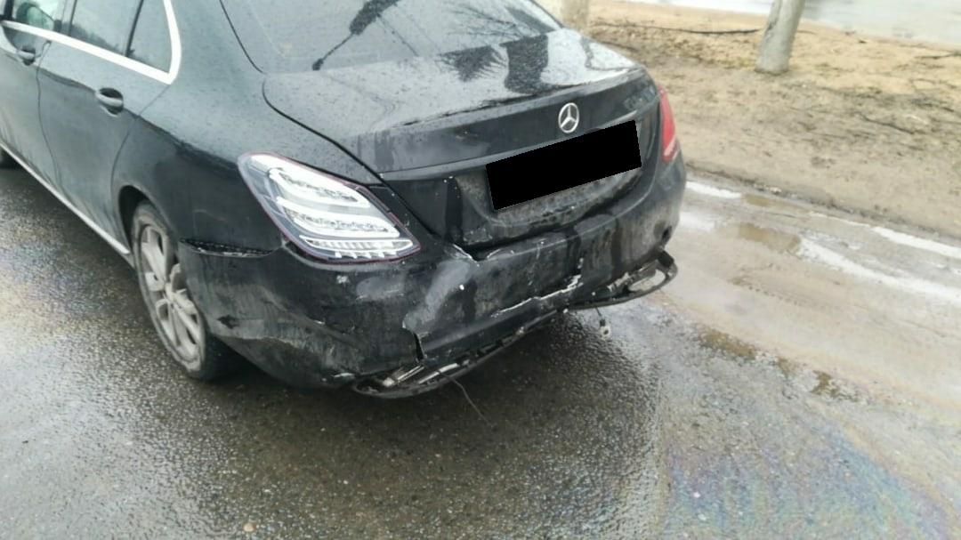 В Твери 10-летняя девочка пострадала из-за женщины-водителя, которая поторопилась перестроиться