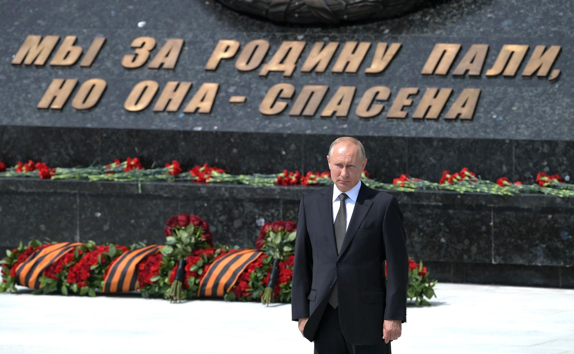 Владимир Путин обратился к поисковикам, развернувшим лагерь в Тверской области