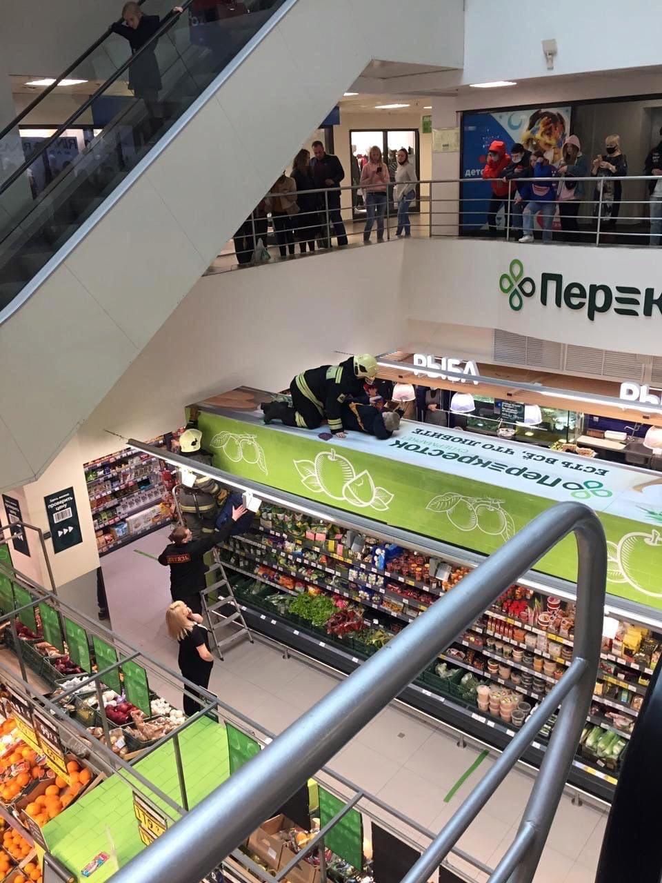Падением подростка в торговом центре в Твери занялись следователи