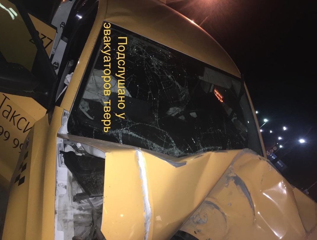 """Фольксваген"" протаранил столб на М-10 под Тверью - пассажирка погибла"