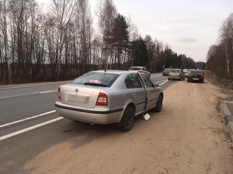 """Под Тверью наркодилера на """"Шкоде"""" задержали на трассе М-10"""
