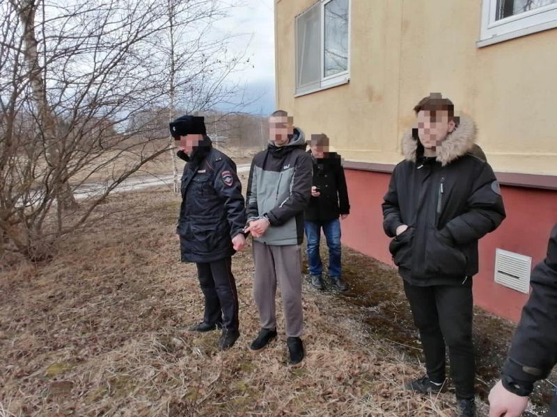 """Два молодых """"закладчика"""" сбывали синтетические наркотики в Тверской области"""