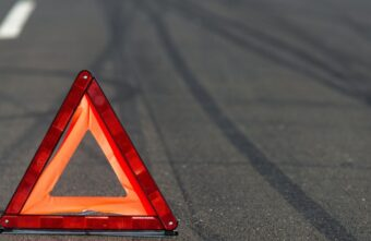 В Тверской области пострадали водитель и пассажир иномарки, вылетевшей в кювет