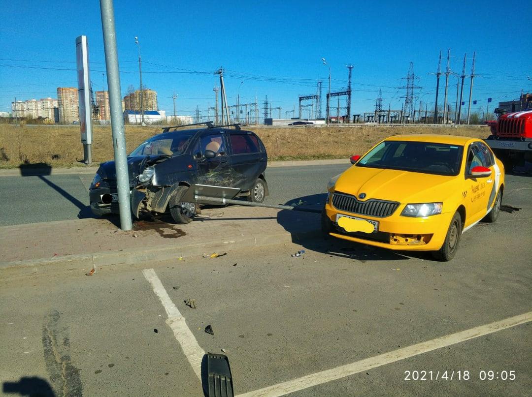 Две женщины пострадали из-за аварии в Твери