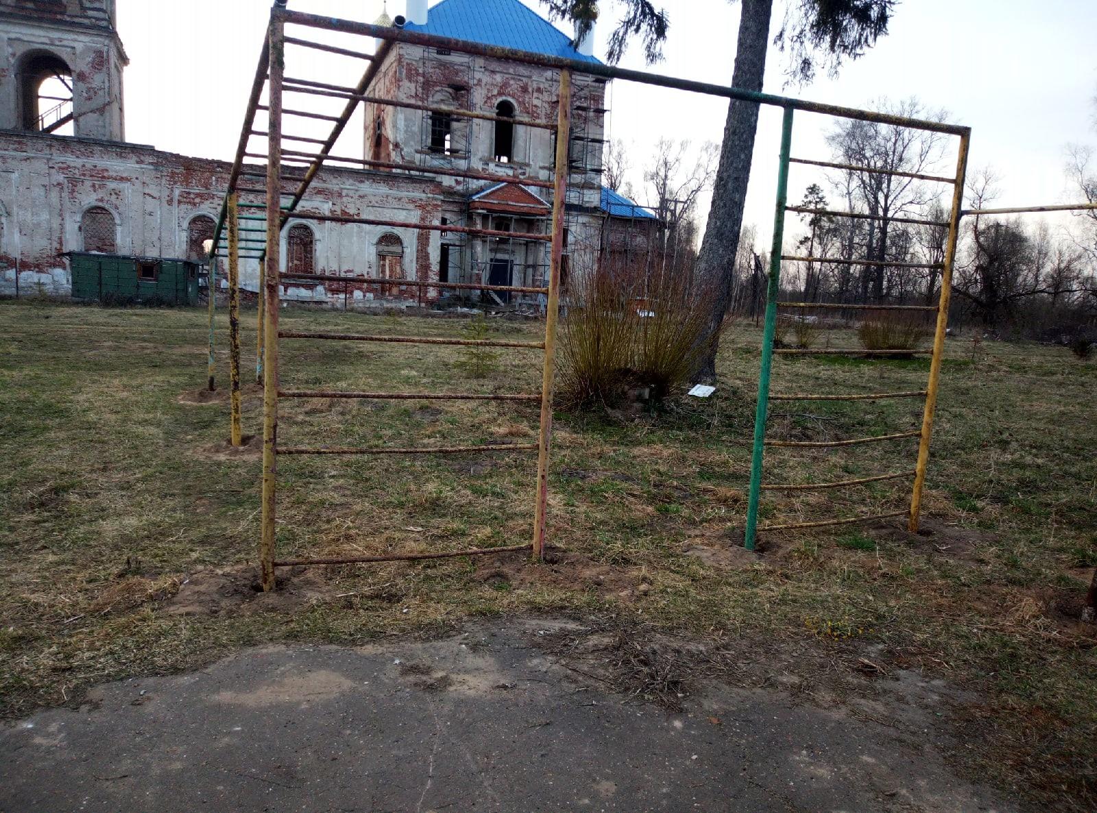 Прокуратура проверит жуткую детскую площадку под Тверью