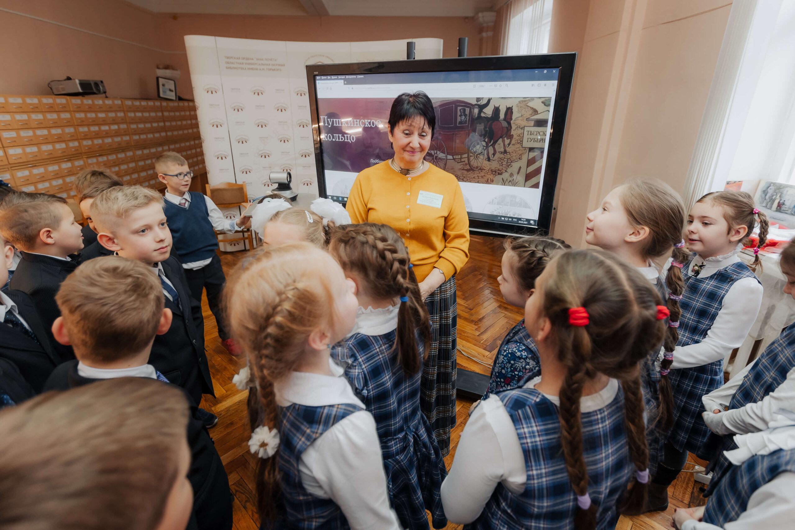 Квесты, игры, танцы: в Тверской области «перезагрузили» школьные экскурсии по пушкинским местам