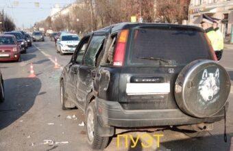 Ослеплённый солнцем водитель устроил тройное ДТП в Твери