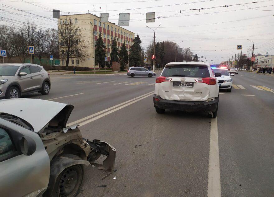 """У """"Рубина"""" в Твери столкнулись три машины: видео с места ДТП"""
