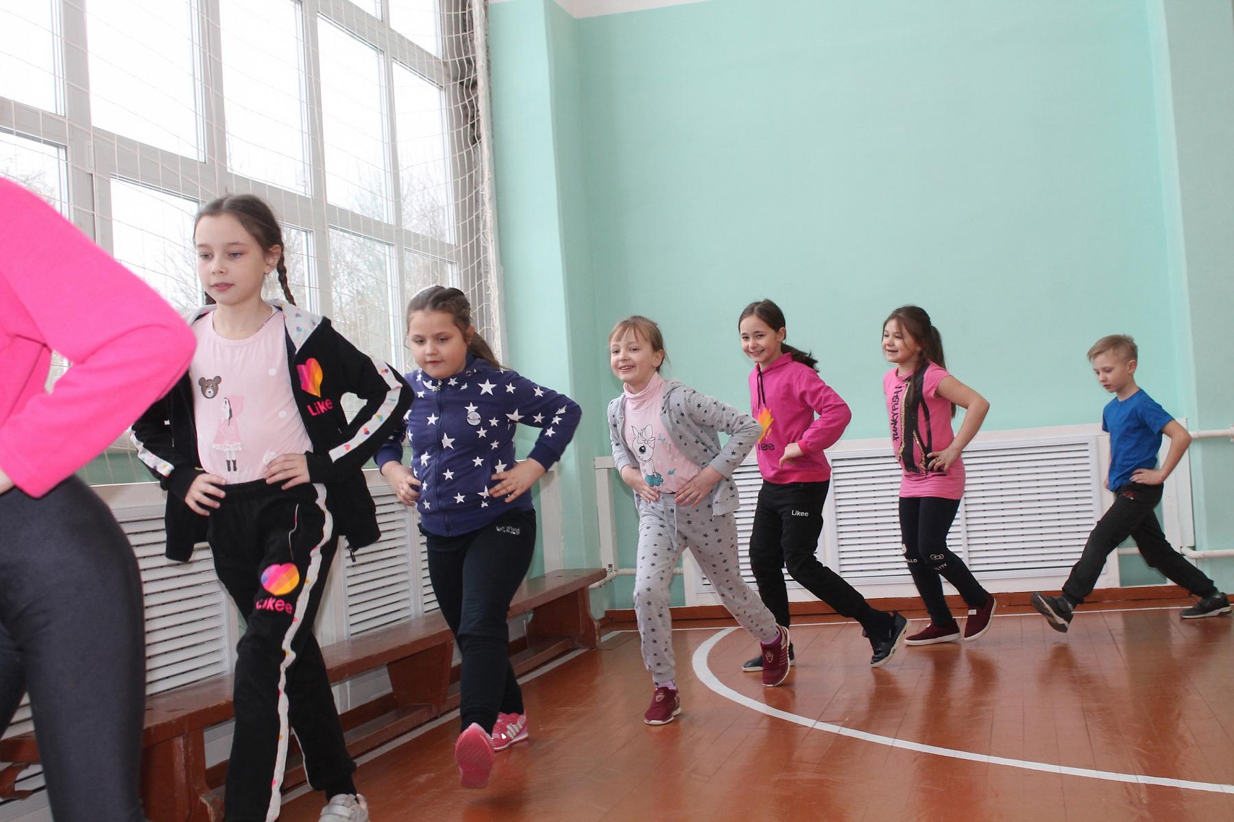 В сельской школе Вышневолоцкого городского округа полностью отремонтировали спортивный зал