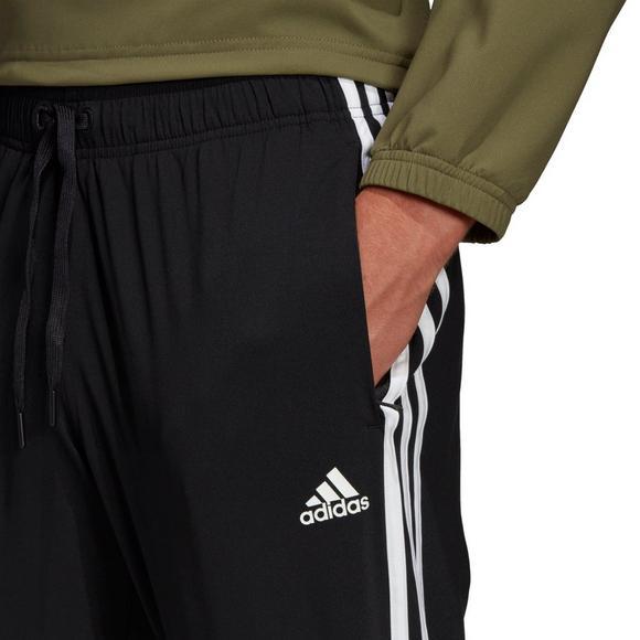 Тверского бизнесмена заставили работать 120 часов за «Adidas»