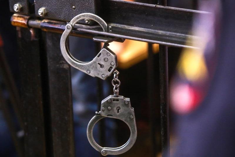 Жителя Тверской области, напавшего с ножом на полицейских, взяли под стражу