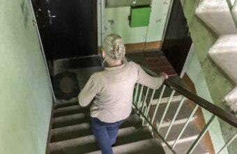Пенсионерка из Тверской области сама рассказала воровке, где хранит деньги
