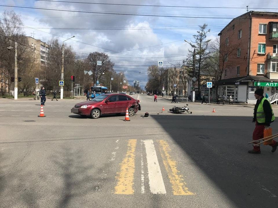 Молодой мотоциклист пострадал в столкновении с иномаркой в Твери