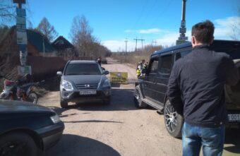 Тысячи машин: дачники объяснили, зачем перекрыли дорогу под Тверью