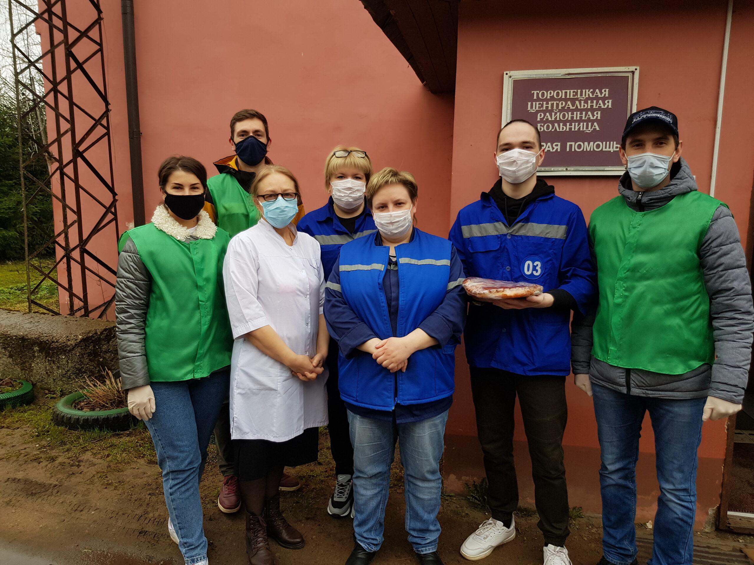 Сотрудникам скорой помощи в Тверской области подарили ленты и варенье