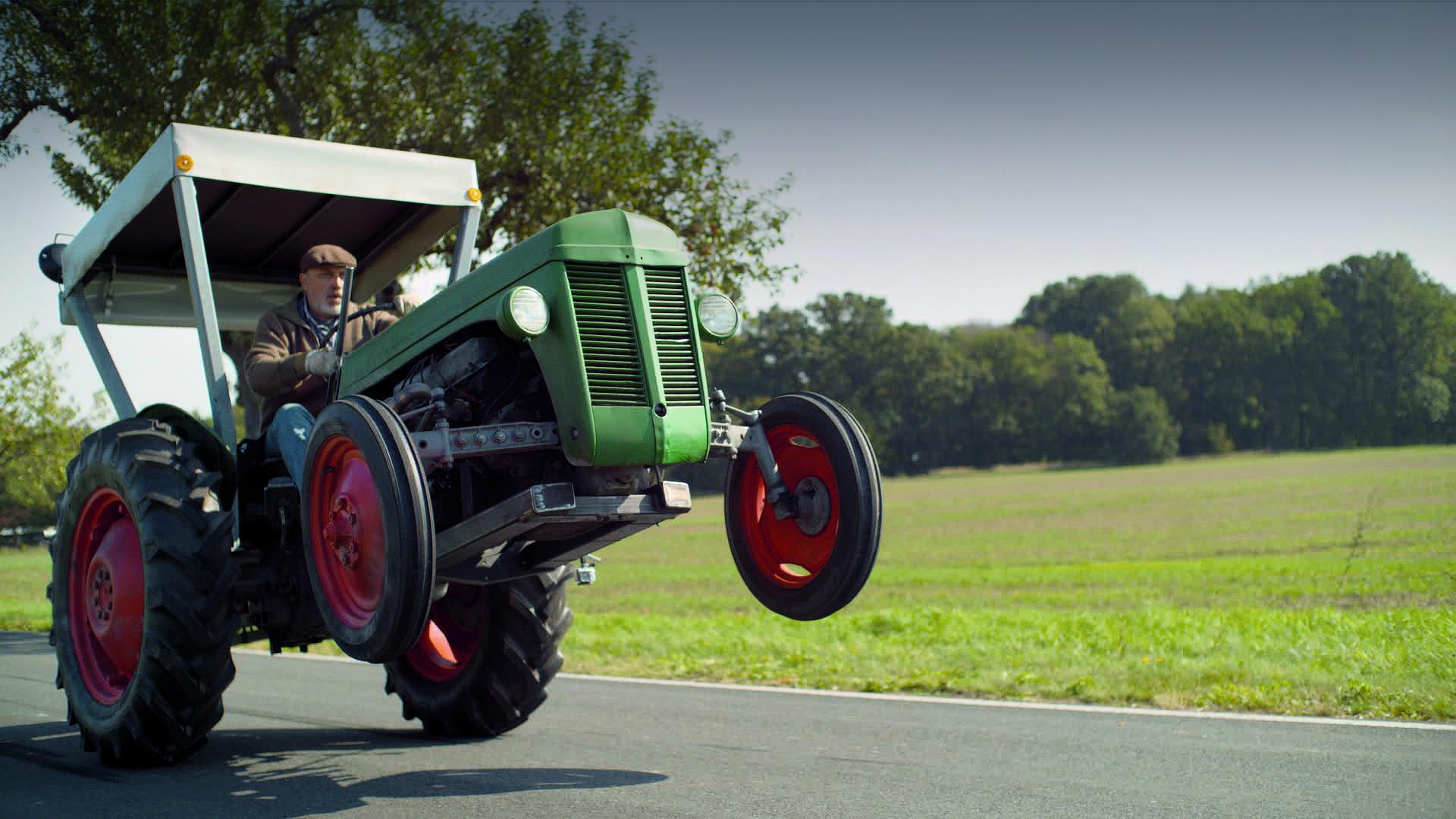 Житель Тверской области лишился 50 тысяч, не сумев купить трактор